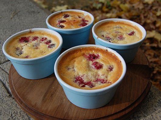 Десерт за полчаса: вишневые пудинги