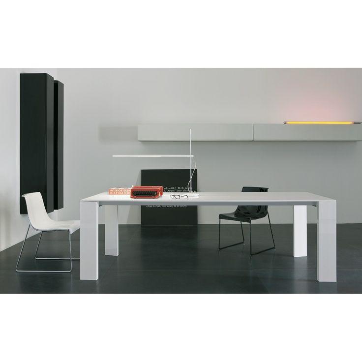 Tavolo rettangolare allungabile Pianca Magno, ideale per arredare il salotto o il soggiorno di casa. Tavolo elegante, moderno e dal design originale.