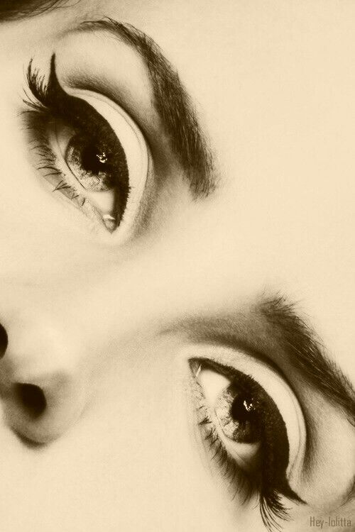 Perfect Wing Tips! Vintage Eye Makeup Inspiration- Lana Del Rey #LDR:: Wing tipped eyeliner:: Pin Up Makeup:: 50s eyeliner