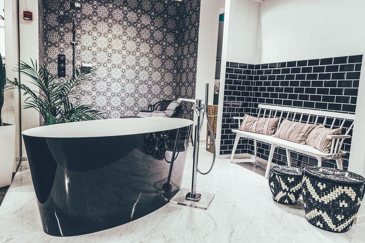 Tämä kylpyamme kuuluu ehdottomiin suosikkeihini. Kuva TaloTalon näyttelytiloista. #kylpyhuone #amme #sisustus #remontointi #rakentaminen #bathroom #bath #bathtub #decorating #decor #inspiration #ideas #details #talotalo