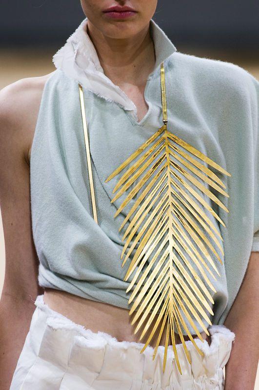 Modna biżuteria [wiosna-lato 2016], Allude, fot. Imaxtree