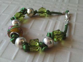 Aventurine, diseño de joyas: Pulseras de la colección de Invierno 2011/12