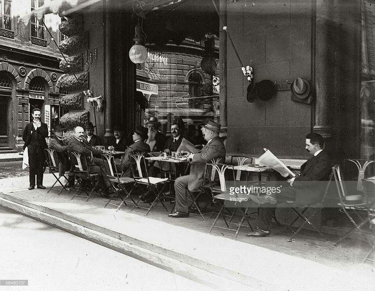 1900. körül, V. ker. Károlyi utca 9. a Centrál Kávéház terasza