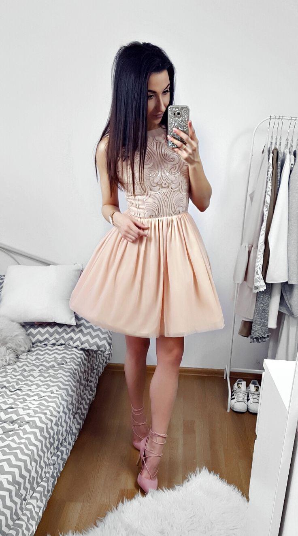 Tiulowa cielista sukienka z cekinowa górą / Tulle nude dress.