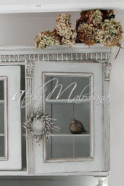 XIX-wieczny kredens eklektyczny - rzeźbiona nadstawka . © 2014 Atelier Malowana. All rights reserved. http://ateliermalowana.pl/