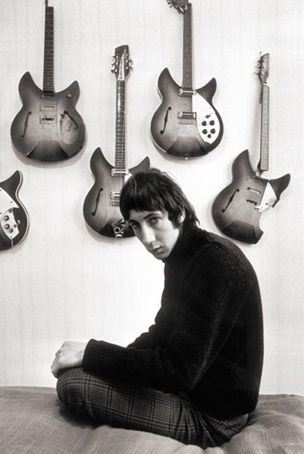 Pete Townshend, hurt a few guitars