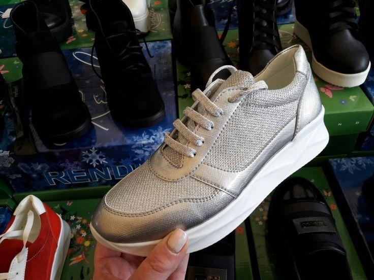 Женская стильная обувь спортивная на платформе со шнуровкой серый