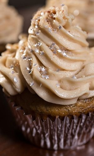 """Velvet Elvis"" Cupcakes. A dream with banana, peanut butter and toffee!"