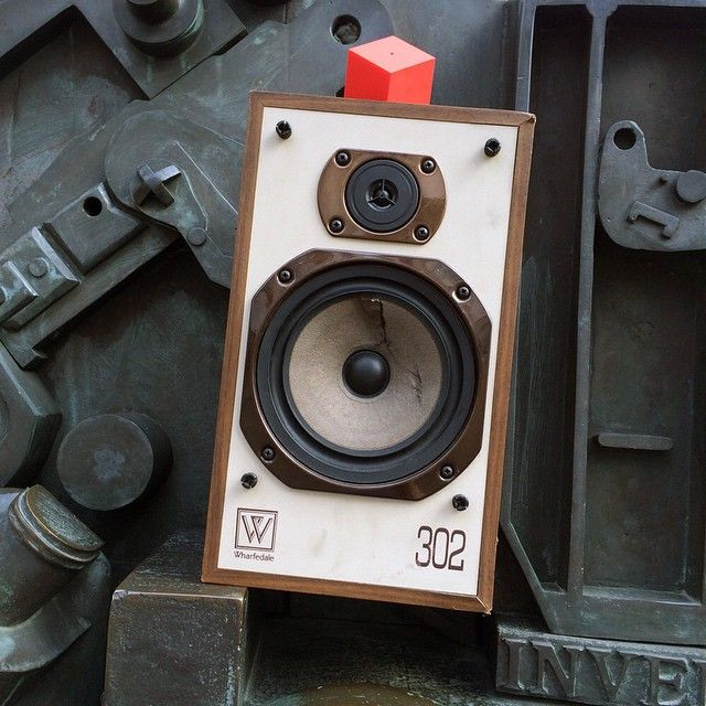 10,000 speakers a month are sent to one major UK recycling centre alone. Many others end up in landfill or incineration plants. The Vamp transforms any speaker into a portable Bluetooth speaker. Receive a free recycled speaker with every purchase of The Vamp (terms and conditions apply). @thevampaudio  #ShopSaturday #DesignMuseum #Paolozzi #HeadofInvention #Music #design