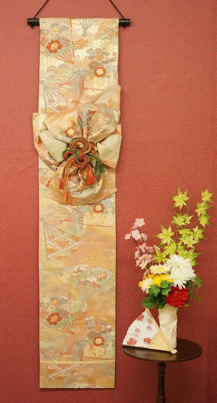 Handmade Wall Decoration of Japanese Formal Sash -Classical Design (Fukuro -Obi) - Nippon Tomodachi