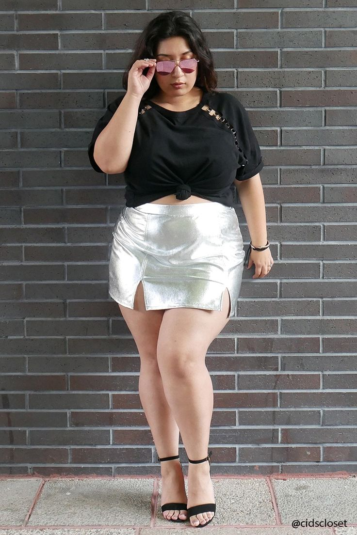 chubby-women-short-skirt