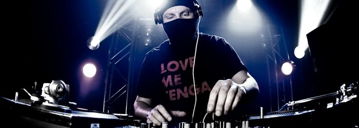Nice and EZ:Warehouse Dubai are back with another stonking 2 headliner line up on Friday May 16, including EZ and Jaguar Skills. We caught up with the Garage don EZ to chat bass music, the Boiler Room and why he's open to a Dubai radio show… - See more at: http://www.infusion.ae/en/article/magazine/features/nice-and-ez.html#sthash.sCrBWIdX.dpuf