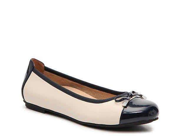 Women's Vionic Size 9 DSW Kitten heel shoes, Shoes
