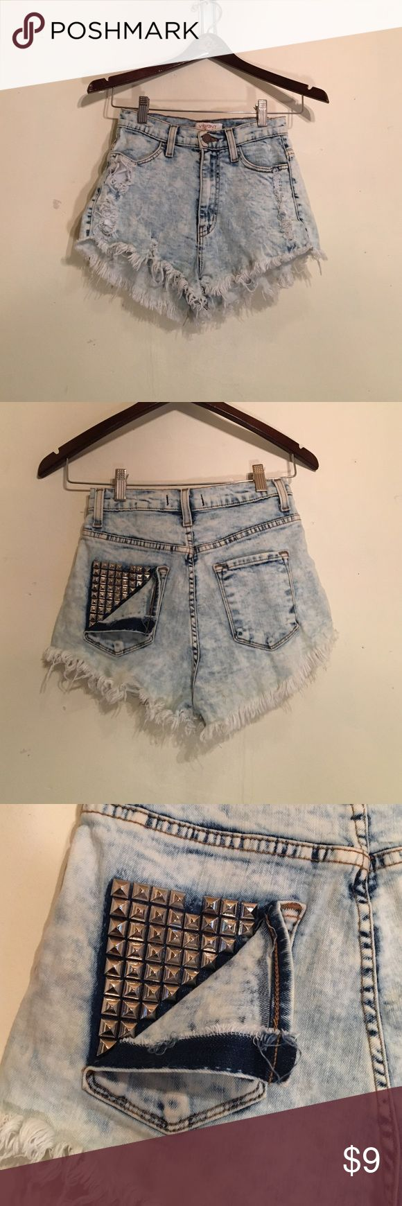 Jean, acid wash, high waisted shorts Tight Jean acid-wash shorts with fringed lining and sequin style pocket! Shorts Jean Shorts