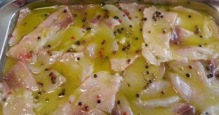 Il carpaccio di pesce spada al pepe verde e rosa è uno degli antipasti di pesce più semplici da preparare. Bello da vedere e leggero da gu...
