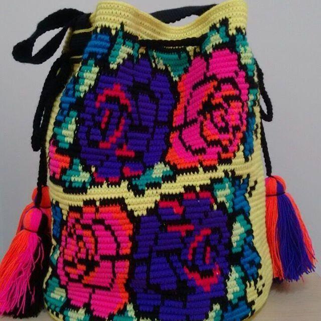 Mochila multicolor artesanas de Chorrera. Mayo 12-08.