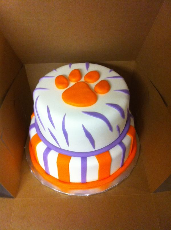 Tiger Paw Cake Idea, just need to do it in Mizzou colors