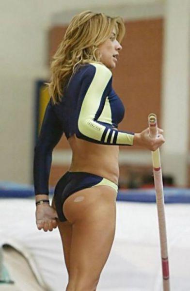 Замечательные виды… спорта. Например прыжки с шестом. Глядя на эти фото, я понимаю — спорт-друг женских поп.    Замечательные виды… спорта. Например прыжки с шестом. Глядя на эти фото, я понимаю — спорт-друг женских поп.