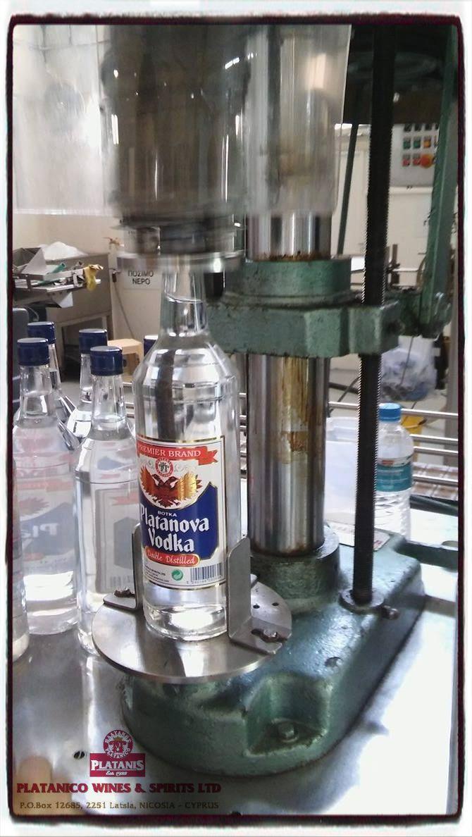 Σήμερα στην παραγωγή κάναμε Platanova Vodka!   Μπορείτε να φτίαξετε cocktails, οπως για παράδειγμα Booldy Mary, Cosmopolitan, Screwdriver, Long Island Iced Tea, Blue Lagoon. Ή απλα να προσθέσετε χυμο από πορτοκάλι, grand berry ή αναψυκτικό.  Θα βρείτε την συγκεκριμένη Vodka Platanova σε επιλεγμένα καταστήματα.  Tips: Η σκέτη βότκα έχει 64 θερμίδες ανά 30ml  #platanico #VodlaPlatanova #summer #cocktails #weekend