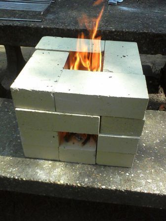 レゴのように 〜〜〜 Make sure you know how to make at least one kind of rocket stove ...  It is a very basic survival skill