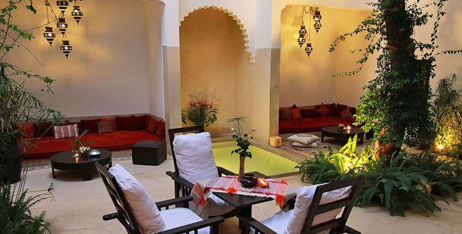 Riad Davia, Riad de confort à Marrakech  Location Riad à Marrakech pour votre séjour de couple, Famille ou Amies, Fiançailles ou bien Lune de Miel à Marrakech. Réservez sur EliteMaroc.com Infoline +212 661 389 789