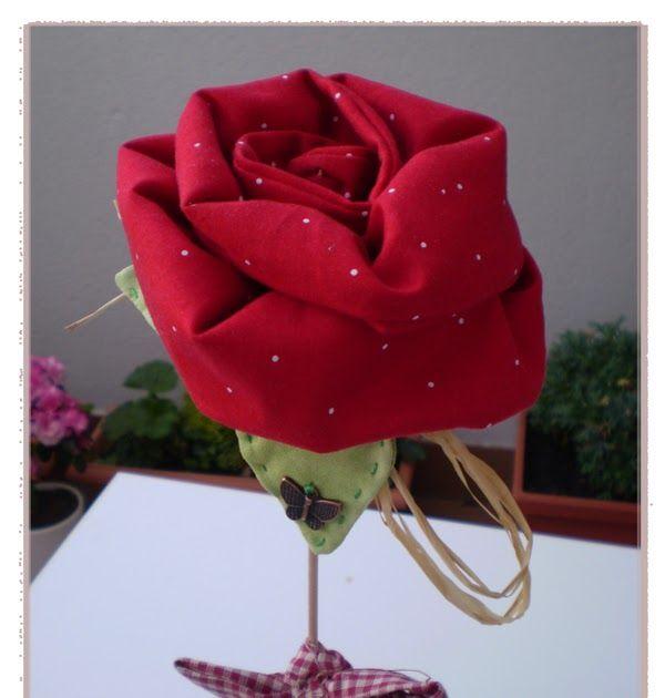 Hola chicas,  Hoy os traigo una rosa en tela, en conmemoración a un día muy especial. La Diada de Sant Jordi.  Os cuento,  Yo soy de la ...
