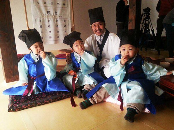 Daehan, Minguk, Manse and village school teacher | The Return of Superman