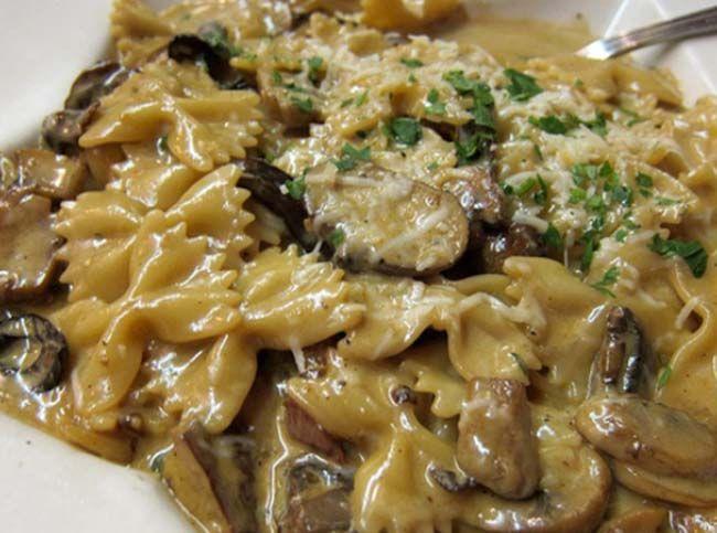 Φαρφάλες με τυρί κρέμα, μπέϊκον και μανιτάρια