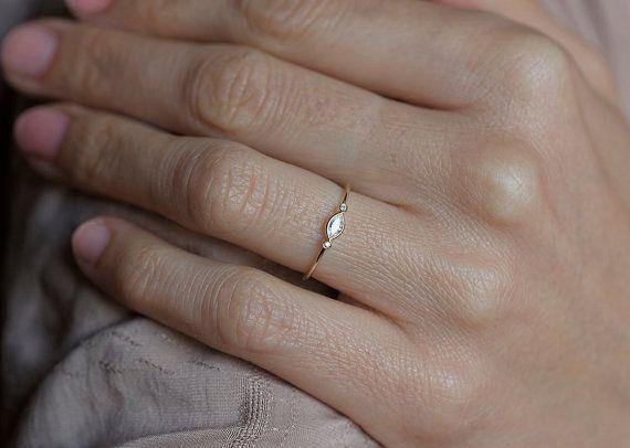 Three Brilliant Diamonds Ring18k Yellow Gold Diamond by MinimalVS