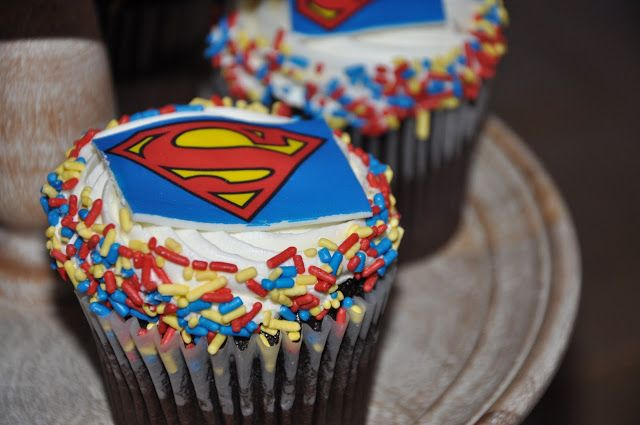 superman first birthday party cupcakes.  my dirty aprons blog