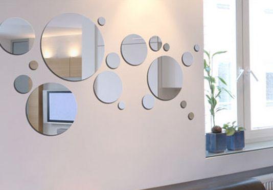 Decorar una pared con espejos sin marco