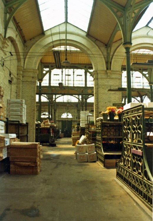 Covent Garden market, the flower market 1973. Now all gone - replaced with crafts and stuff.