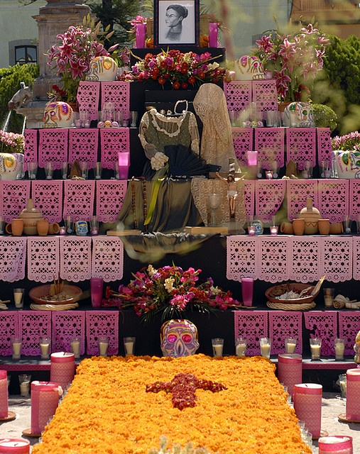 DIA DE LOS MUERTOS/DAY OF THE DEAD~altar de muertos by illiana Tamayo., via Flickr
