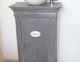 Best 25 meuble lave main ideas on pinterest for Ceruser un meuble ancien