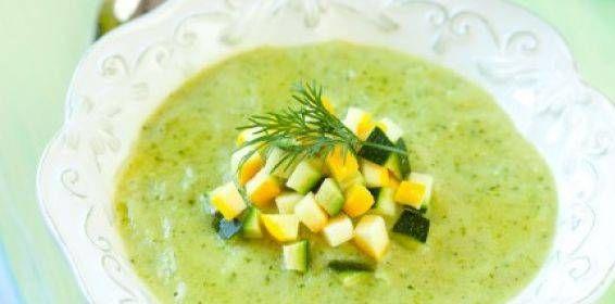 Deze soep van courgette en prei is erg pittig, maar valt juist daardoor vaak erg in de smaak. Soepen helpen je sowieso goed bij het afvallen.