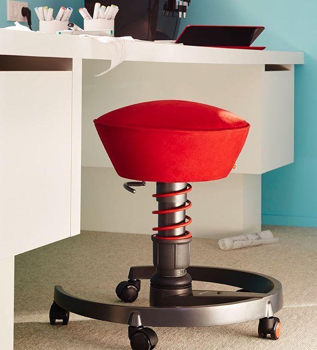 Aktiv Stuhl Swopper Wartet Am Schreibtisch Auf Seinen Einsatz Swopper Schreibtisch Burostuhl Ergonomie Desk Work Mobel Stuhl Sitzen Madei Schreibtisch