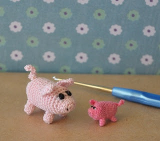Micro pigs - free crochet pattern