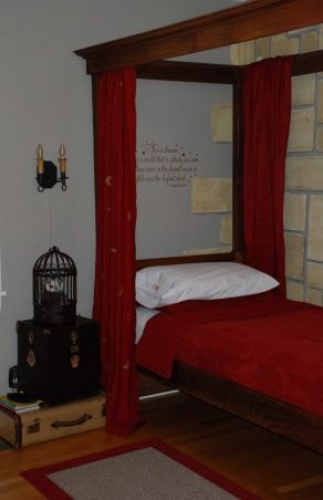 pinned by anitradidnt want to lose thisharry potter bedroom stack of suitcasesand the bed curtains