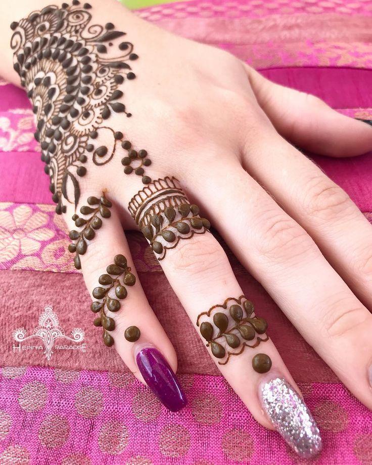 I always like the idea of doing simple finger details which changes the entire look. What yall think ! #henna #hennaart #hennatattoo #hennadesign #mehndi #mehendi #mehndidesign #hennabrisbane #hennaparadise