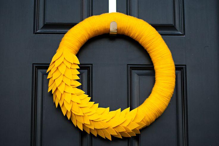 DIY Autumn Wreath using yarn and felt via Tiffany Zajas