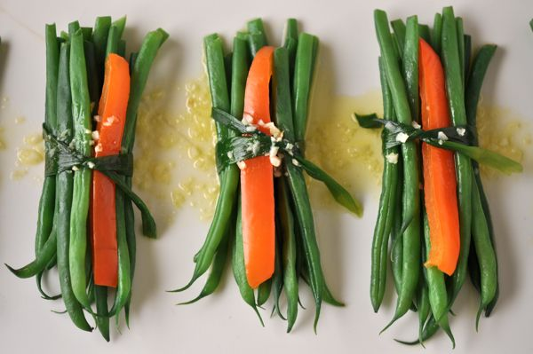 Haricots Verts Bundles with Garlic Butter by Southern Boy Dishes    http://www.southernboydishes.com/2012/09/08/haricot-verts-bundles-with-garlic-butter/#