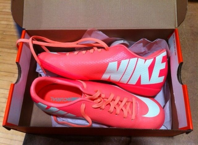 B E A U T I F U L INDOOR SOCCER SHOES.