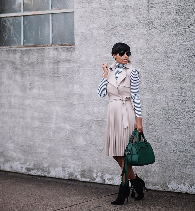 Pin for Later: The Ultimate Guide to Spring Dresses Perfect For Easter Sunday A Belted Dress Kyrzayda Rodriguez of the blog Kyrzayda showed off the on-trend look of a belted dress.