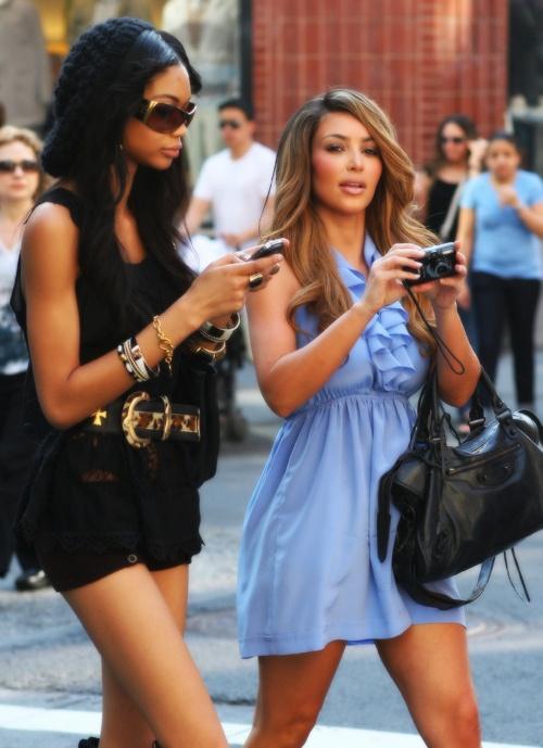 Kim Kardashian Died her hair A Carmel brown !