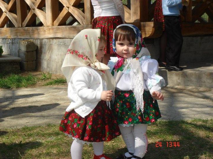 Little girls wearing traditional Romanian costumes