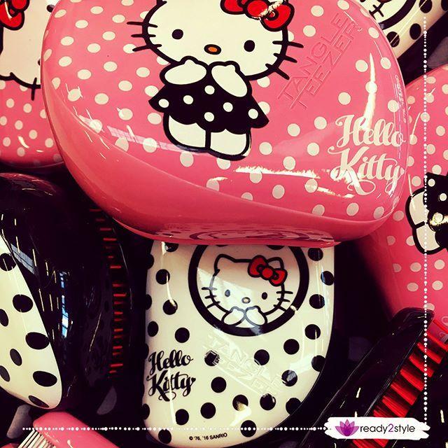 Happy Birthday Hello Kitty! Hello Kitty feiert heute Geburtstag und wir feiern mit der Kult-Katze Diese Woche geben wir dir 25% Rabatt auf die Tangle Teezer Hello Kitty Kollektion auf ready2style.de.  Die direkten Links findest du in unserem Facebook Profil  #ready2style #detangler #Haarbürste #HelloKitty #TangleTeezer #TangleTeezerCompact #HappyBirthdayHelloKitty #Haarpflege