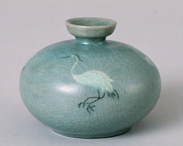 Celadon Oil Bottle | Goryeo, 13th Century | Clay Height. 6.9 cm | Leeum Samsung Museum of Art