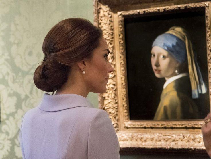 La duchessa con l'orecchino di perla: Kate Middleton in visita in Olanda