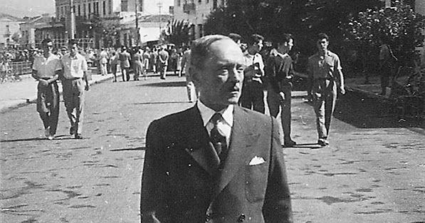 Ο Μενέλαος Λουντέμης συναντά τον Γιάννη Σκαρίμπα στη Χαλκίδα