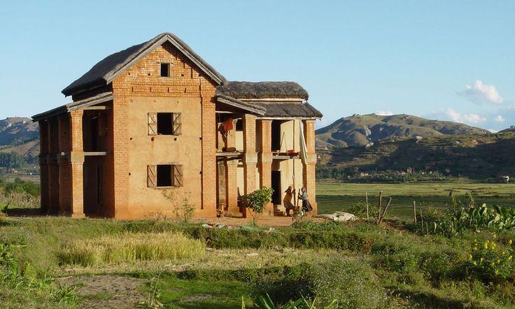 La toiture de cette maison est faite à partir de paille